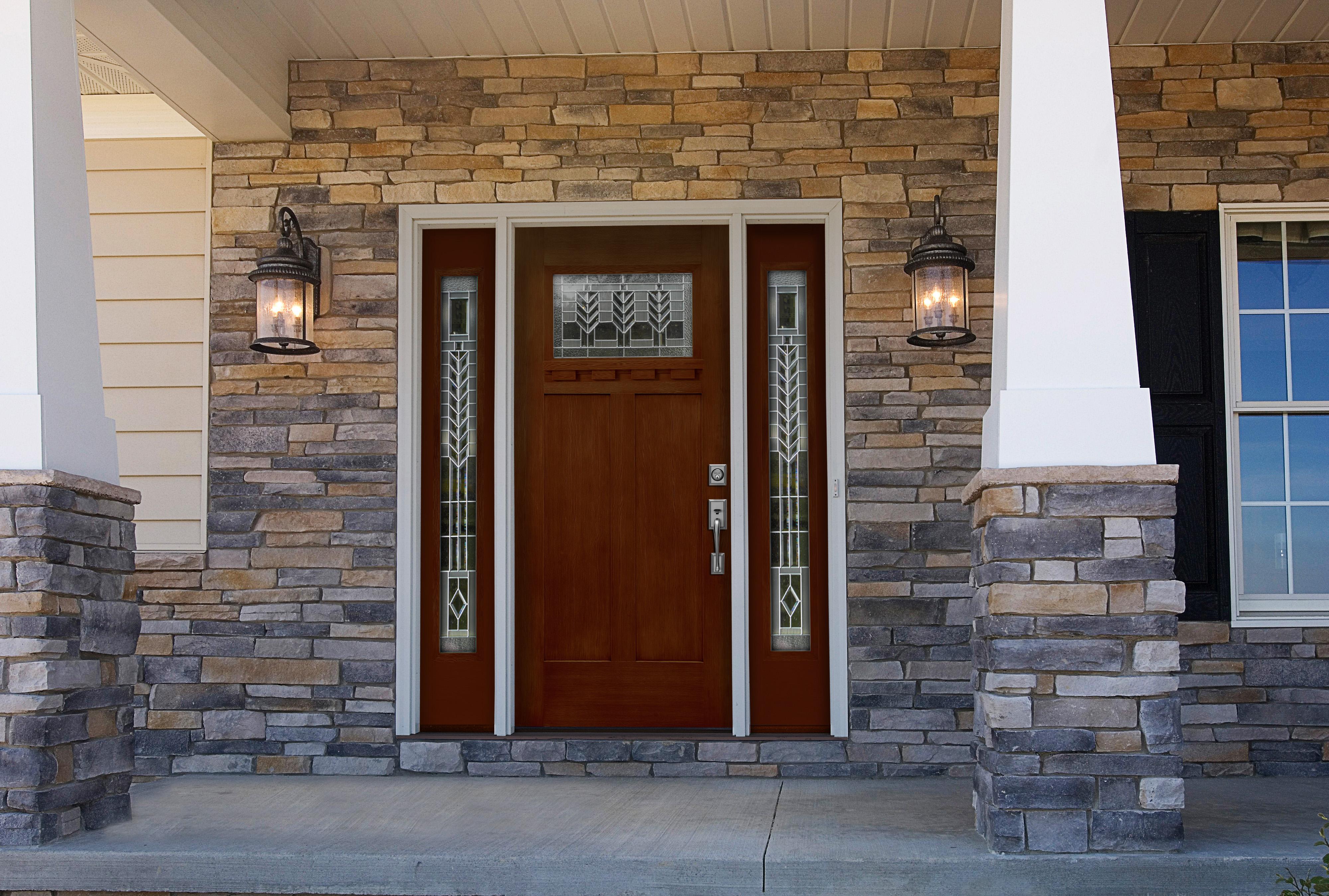 Деревянные входные двери в частный дом своими